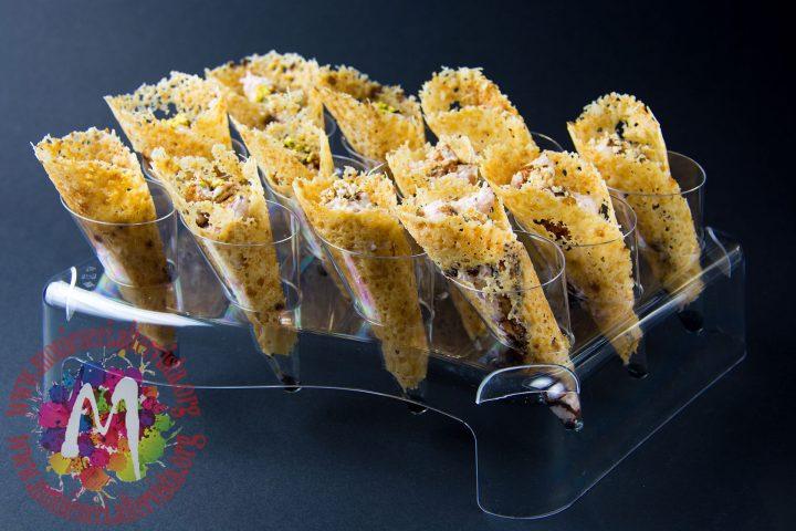Coni di Parmigiano con gelato di mortadella e glassa di balsamico4