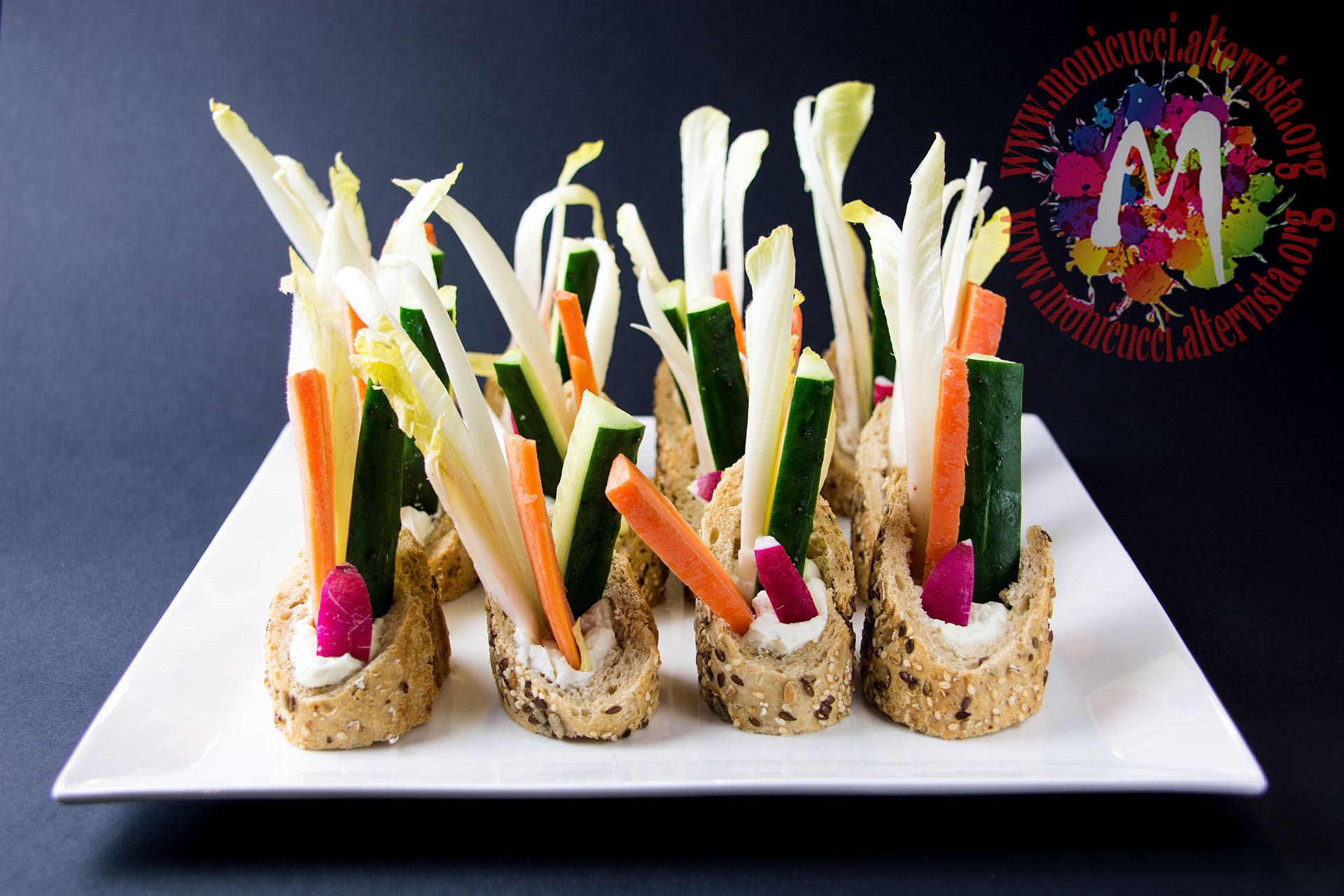 Finger Food Aperitivo Estivo pinzimonio in baguette con crema di formaggio e noci