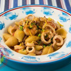 Conchigliette risottate con gamberi, calamari e bottarga1
